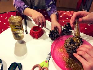 glitter-pine-cones