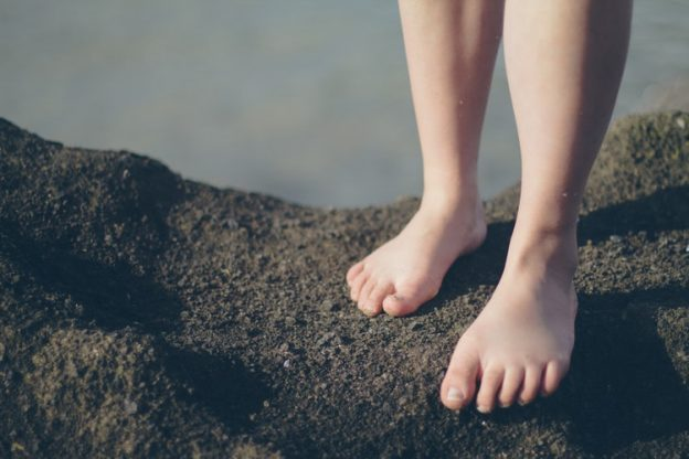 feet, earth