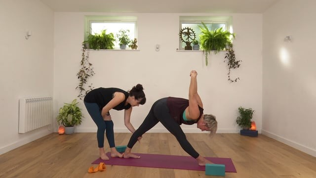Jivamukti: Neck and Shoulder Vinyasa