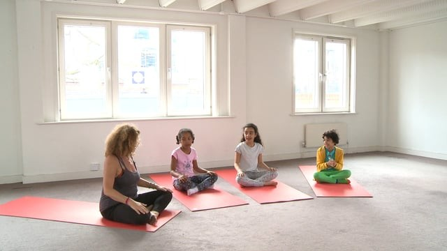 Yoga for 7-10  year olds: The Ha-Ri-Om Song! Singalong